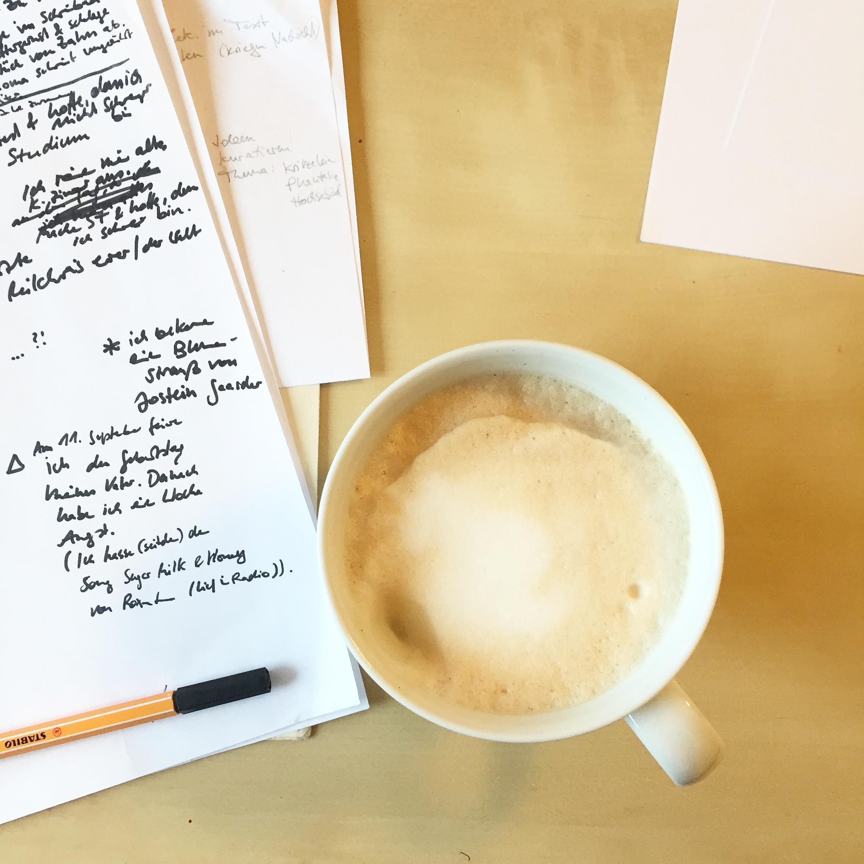 Milchkaffee im Büro