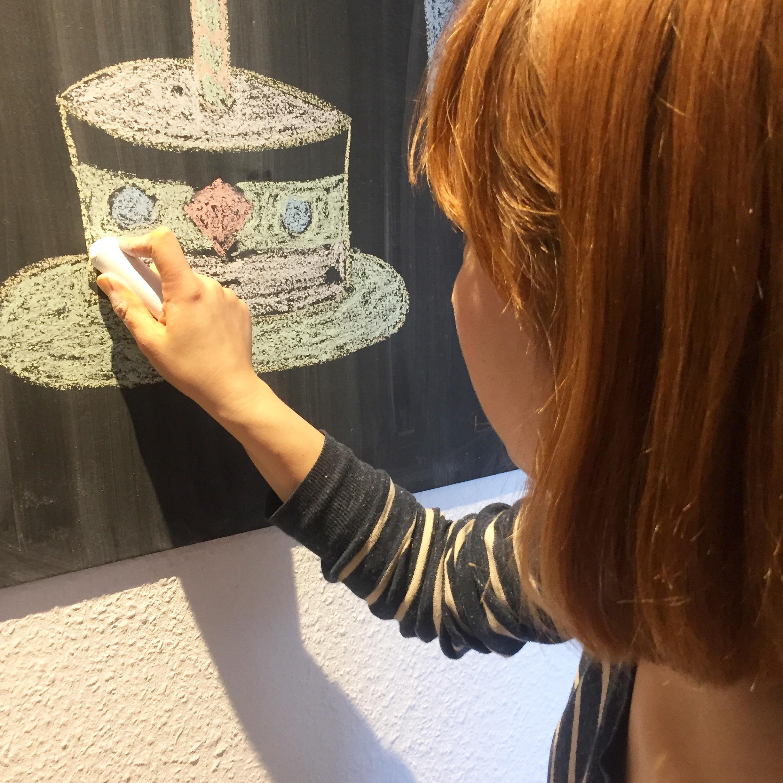 Frau malt