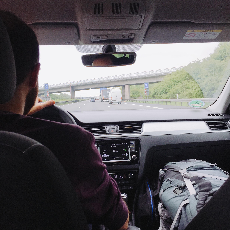 Papa fährt Auto