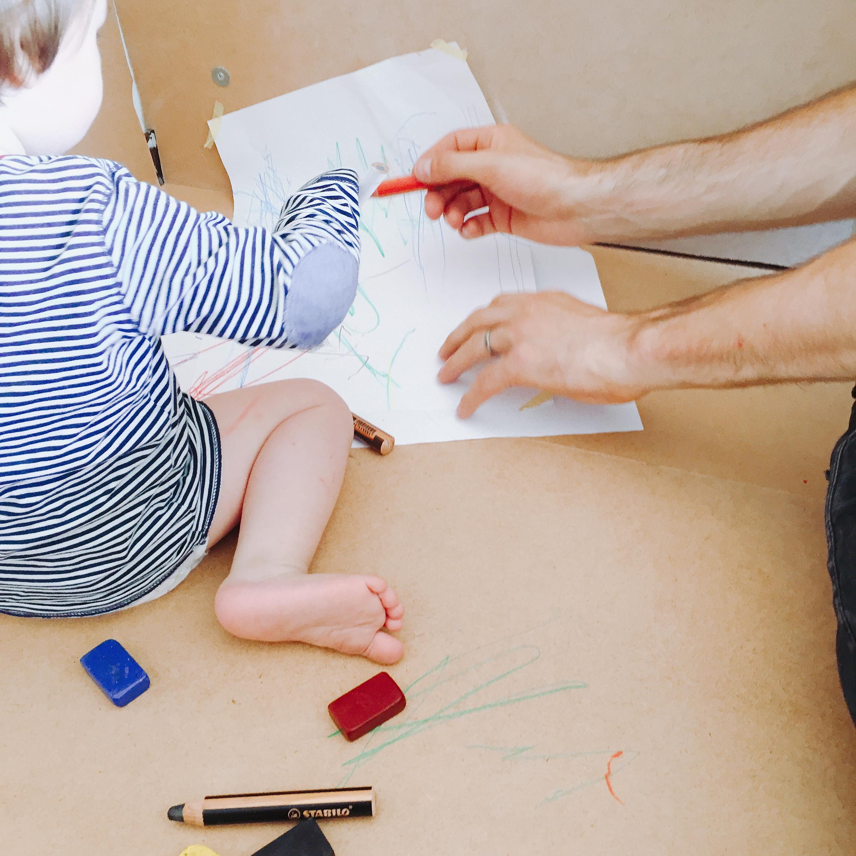 Malen mit Kleinkind